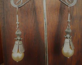 Art Deco Style Earring Pearl