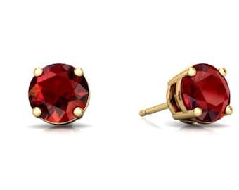 14Kt Yellow Gold Garnet Round Stud Earrings