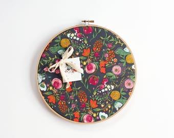 Cork Board, Floral, Memo Board, Embroidery Hoop, Office Decor, Organizer, Wall Decor, Home Office, Home Decor, Botanical Bulletin Board, Art