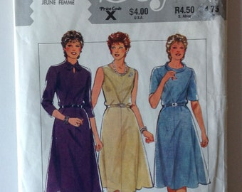 Style 4026 Ladies Dress with Variations Size 14 Vintage 1983