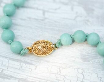 Vintage mint necklace / Minty necklace / mint green necklace / mint stone necklace / retro style necklace