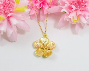 Gold daisy necklace, Romantic necklace, Gold flower necklace, Floral necklace, Flower necklace gold, Blossom necklace, Botanical necklace