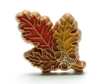 Oak Leaf Pin Hallmark Plastic Autumn Oak Leaves & Acorn Vintage Brooch
