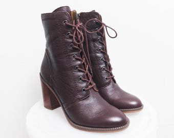 Size US 7 / Purple Leather Granny Boots