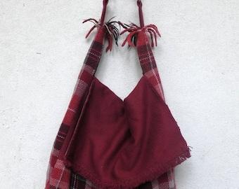 Shoulder bag in Scottish fabric and Bordeaux model postman