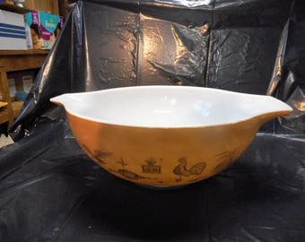 Pair of Cinderella Mixing Bowls in Early American by Pyrex 2-1/2 Qt. and 4 Qt.