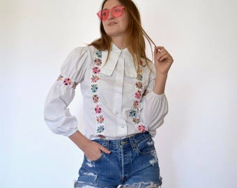 70s White Floral Embroidery Dog Ear Collar Balloon Sleeve Blouse xs s