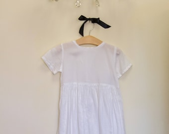Vintage White Girls Dress P0864
