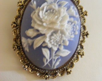 Lovely Vintage Brooch With Flower Detail Signed Gerry's