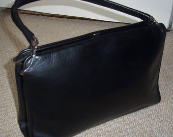 Ultra Chic Classic 1960's Vintage Black Quality Leather Handbag/Clasp Bag