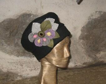 Black Fleece beret big flower TT 57 cm