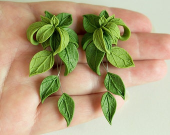 Green leaves earrings. Dangle earrings Polymer clay jewelry. Elf jewelry. Green Bridesmaids earrings Woodland earrings. Leaves jewelry green