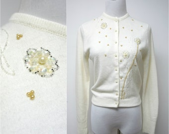 CHERI-NIT . 1950s off white beaded cardigan . fits a small to medium
