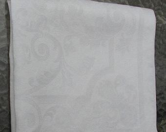 ON SALE Damask Napkin Vintage Rich Filigree Pattern Ample Size of 21X22