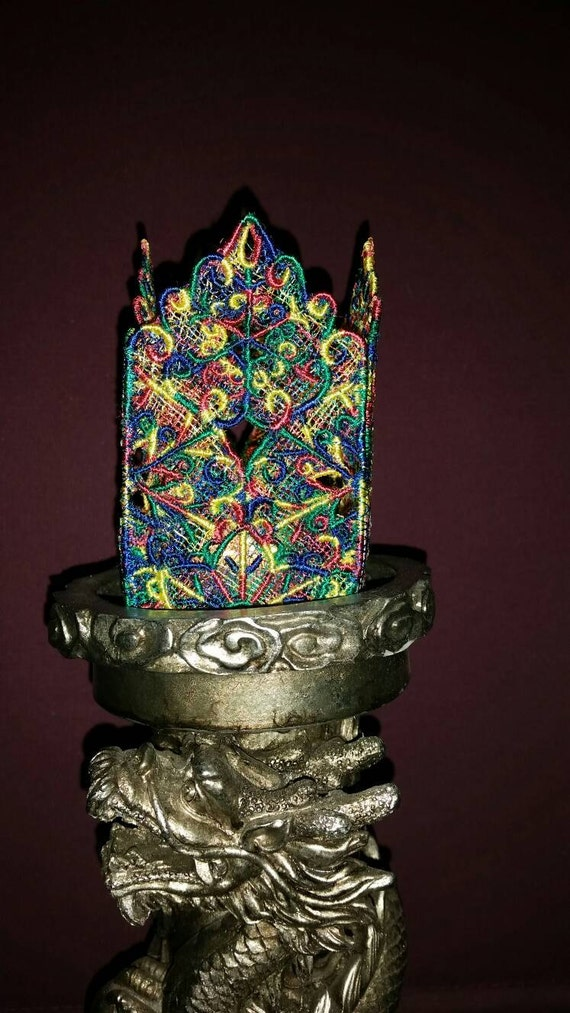 H012.    Multicolour lace tealight holder.