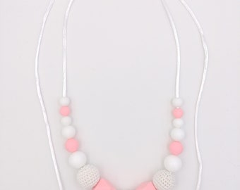 Necklace Babywearing and breastfeeding silicone and crochet beads, hexagonal, coral and white pearls (max 90 cm)