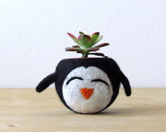 Desk accessories / Succulent planter / penguin planter / cute cactus planter / gift for her / happy penguin / indoor planter / plant pot