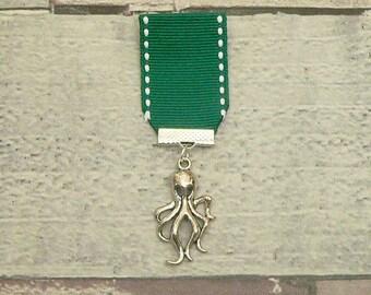 Green Kraken Brooch, Cthulhu Medal, Steampunk Medal, Cthulhu Brooch, Steampunk Brooch, Kraken Medal, Steampunk Jewellery, Steampunk Jewelry