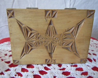 """vintage Wood Carved Top Box with Dovetail Corners ** 5.5"""" x 4"""" x 2"""""""