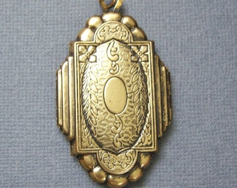 Locket/Large Antique Locket Pendant/Antique Brass Locket/Brass Floral Locket/Large Brass Pendants/Large Floral Locket Pendant/SALE