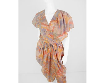 Vintage dress with colorful print and volant sleeves