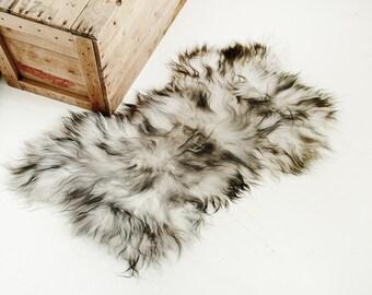 Genuine Icelandic Sheepskin Chair Cover / Sheepskin Rug White and Black / Irregular Shape Carpet / Sheepskin Chair Throw / Shaggy Sheepskin.