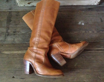 USA Frye Riding Boots Knee High Campus Tan Brown Size 6,5  7 US High Heels