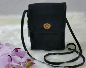 Women's Vintage Coach Leather Scooter Bag/Cross body Bag in Black Color Style # 9893