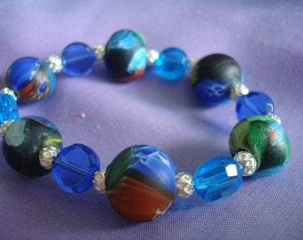 Bracelet with swirling cool colors of the Mediterranean and crystal blue waters.
