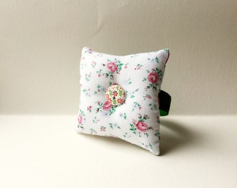 Handmade Flower Design Square Wrist Pin Cushion