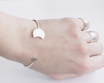 Minimal Moon Phase cuff, Lunar Bangle, Thin Sterling Silver Solar Eclipse Phase Open Bangle, Crescent Moon Silver Cuff, Silver Moon Bracelet