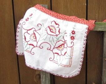 Red Girls Apron, Kids Apron, Childrens Apron, Little Girls Apron, Handmade Apron, Embroidered Apron, Play Apron, Kitchen Cooking, AprC7