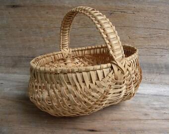 Vintage Woven Gathering Basket / Vintage Basket / Farmhouse Decor / Cottage Decor / Storage Basket