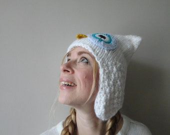 Sylvestre: knitted white owl hat with earflaps (adult)