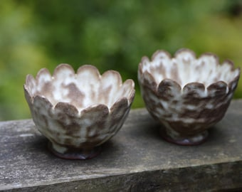 Set of 2 Small Bowls with Scalloped Edge