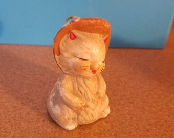 Smiling cat figurine
