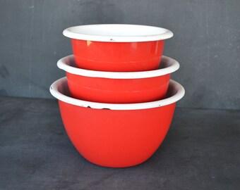 Vintage Red Enamelware Nesting Bowls   Set of Three Red Bowls   Red Enamelware Bowls   Farmhouse Style  