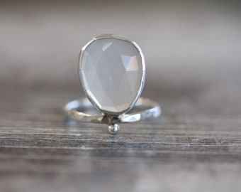 Grains Peach Moonstone Ring