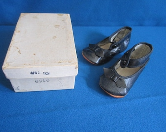 Vintage 1920s Perfect Black Baby Shoes in Original Dated 1924 Box