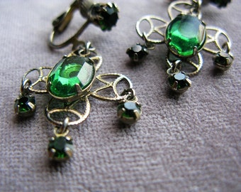 Vintage Chandelier Earrings Emerald Green Crystal Rhinestones Clip On Gold Color Filagree 1960s Bridal Bridesmaid Prom Victorian Edwardian