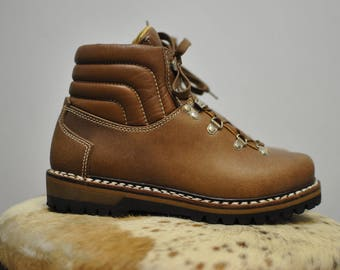 Vintage LOWA WINTER HIKING ankle leather boots .................(088)