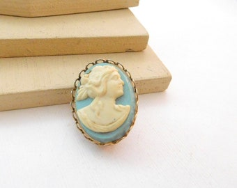 Vintage Baby Blue Cream Plastic Victorian Style Cameo Brooch Pin M26