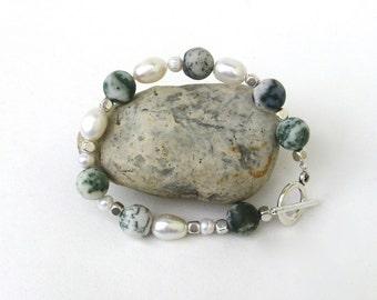 modern.    stone bracelet.   pearl.    agate.  silver.