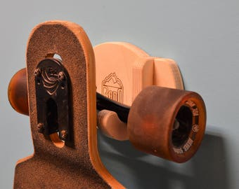 Single wall mount rack for skateboards and longboards