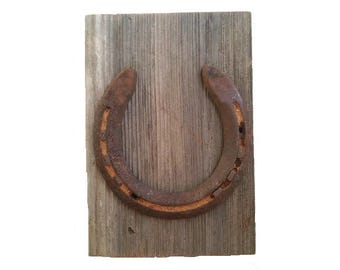 Rustic Western Decor - Horseshoe Plaque - Rusty Horseshoe - Horseshoe Decor - Horse Decor - Rusted Plaque - Plaque Decoration - Wooden