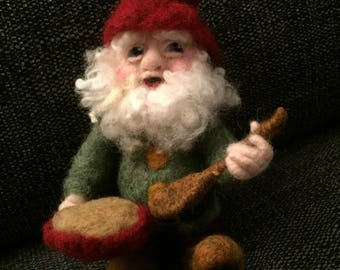 Gnome/Needlefelted Gnome/Nisse/Waldorf Nisse Doll/Handmade Xmas Nisse/Felted Gnome Doll/Gnome for Nature Table/Made to Order