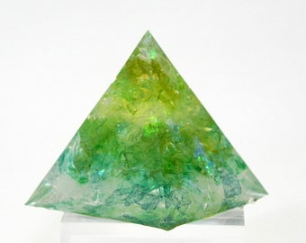 Pyramid, Chakra, Resin, paperweight, meditation, healing, balancing chakras, reiki, rainbow, home decoration, energy, glitter flakes