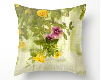 CALIBRACHOA PILLOW flower design, floral home accents, pillow cover, scatter cushion, coussins intérieurs, indoor or outdoor cushion