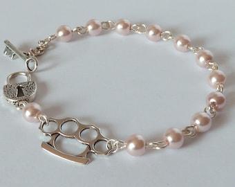 brass knuckle and pearls rockabilly bracelet psychobilly pinup poing américain et perles nacrées