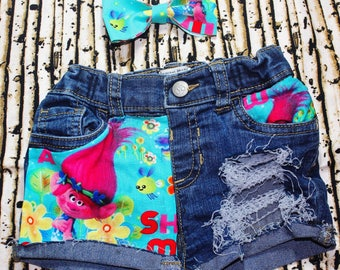 Distressed troll shorts